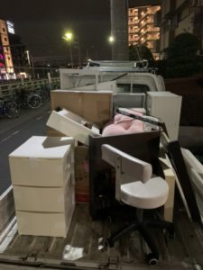 トラックに積んだ荷物