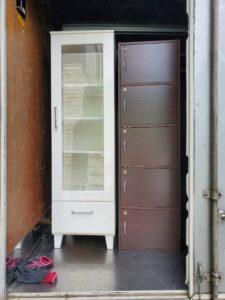 トラックに積んだ家具